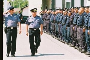 policajac koji se nalazi na web mjestima prevladavanje straha od internetskih druženja